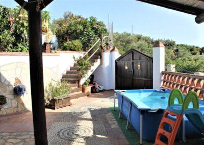 G02 - Dejlig terrasse med børnepool.