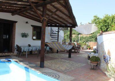 G02 - Dejlig terrasse med pool.