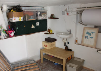 R361 - Storage and washing room.