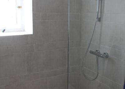 R04 - Badeværelse med brus