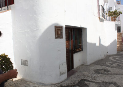 R360 - Business premises in the street.