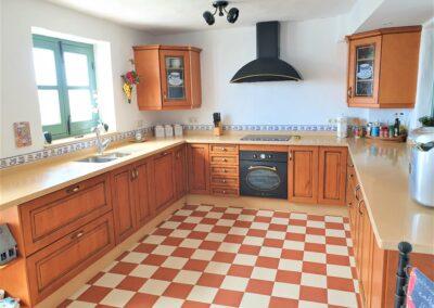 R21 - Stort veludstyret køkken