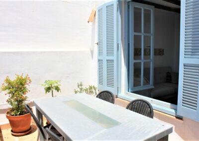 R17 - Terrasse med spiseplads