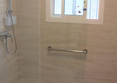 G55 - Badeværelse med brus